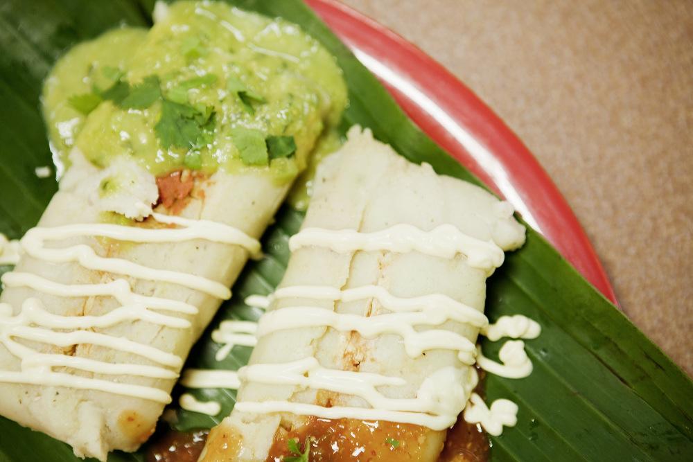 Tamales de Pollo en Salsa Verde