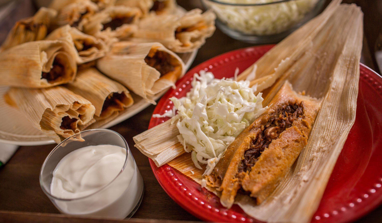 Tamales de pavo en mole
